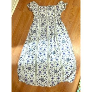 Old Navy White/Blue Smocked Midi Dress Size Small